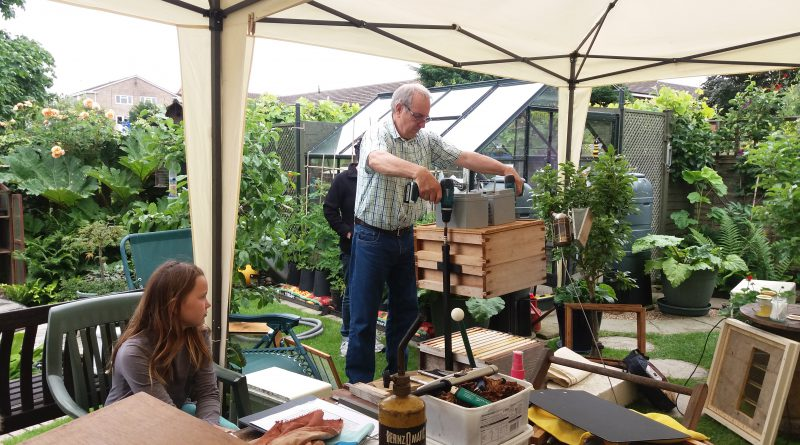 Open Day – A Small Back Garden Apiary